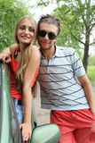 Paare mit einem Auto Lizenzfreies Stockfoto