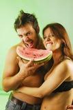 Paare mit einer Wassermelone Lizenzfreie Stockfotografie