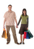 Paare mit Einkaufenbeuteln Lizenzfreie Stockbilder