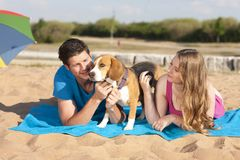 Paare mit Gd auf dem Strand Lizenzfreies Stockbild