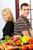 Paare mit Gemüse Lizenzfreie Stockbilder