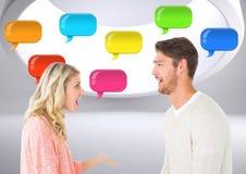 Paare mit glänzenden Chatblasen Lizenzfreie Stockfotografie