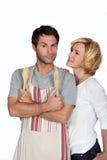 Paare mit hölzernem Tischbesteck lizenzfreie stockfotografie