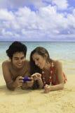 Paare mit ihrem Handy Stockfoto