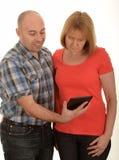 Paare mit ipad Lizenzfreies Stockbild
