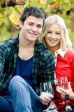 Paare mit Wein Stockfotos