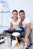 Paare mit zu malen den Farbenproben Stockbilder