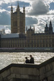 Paare nähern sich dem Parlament Lizenzfreie Stockfotos