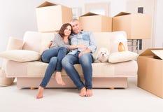 Paare am neuen Haus lizenzfreies stockfoto
