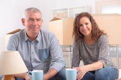 Paare am neuen Haus Lizenzfreie Stockbilder