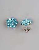 Paare Ohrringe mit Edelsteinen Lizenzfreie Stockfotos