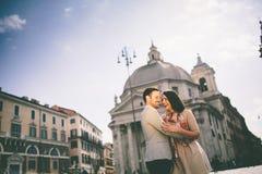 Paare in Rom Lizenzfreie Stockbilder