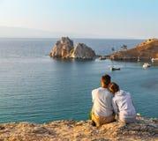 Paare am schönen See Stockbilder