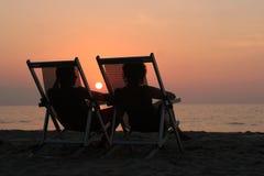 Paare am Sonnenuntergang Lizenzfreies Stockfoto