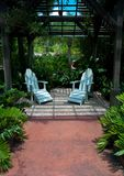 Paare Stühle im Park Stockbild