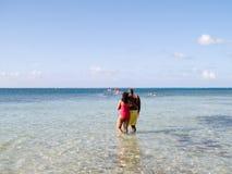 Paare am Strand Stockfotografie