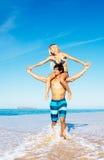 Paare am Strand Stockbilder