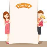 Paare und Baby mit leerem Zeichen Lizenzfreie Stockfotos