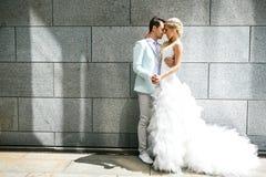 Paare und die Wand Lizenzfreie Stockfotos