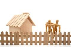Paare und ein neues Haus Stockfotos