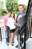 Paare ungefähr, zum des Eigentums anzusehen Lizenzfreie Stockfotografie