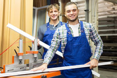 Paare von Arbeitern an der Fabrik Lizenzfreie Stockbilder