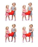 Paare von den jungen kleinen Mädchen, die über lokalisiertem weißem Hintergrund stehen Lizenzfreie Stockfotos