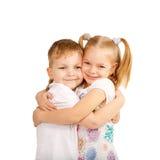 Paare von den Kindern, die sich lieben Stockfoto