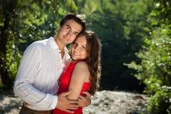 Paare von Liebhabern im Holz Stockfoto