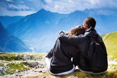 Paare von Reisenden auf einen Berg Mangart, Julian Alps, stockfoto