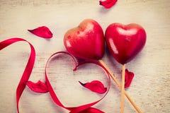 Paare von roten Herzen Stockfotografie