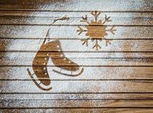 Paare von Schlittschuhen und von Schneeflocke - Hintergrund auf Weinlese, Retrostil Winterurlaube kardieren mit Schlittschuhen fo Lizenzfreie Stockfotos