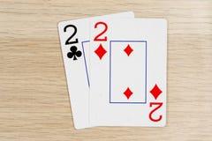Paare von twos 2 - Kasino, das Schürhakenkarten spielt stockfotos