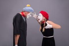 Paare von zwei lustigen Pantomimen lokalisiert auf Hintergrund Stockbilder