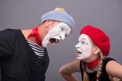 Paare von zwei lustigen Pantomimen lokalisiert auf Hintergrund Lizenzfreie Stockbilder