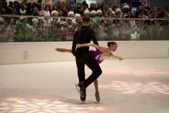 Paareiskunstlaufshow auf Feiertag Galleria 2017 Stockfoto