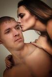 Paarheterosexueller in der Liebe Stockfotos