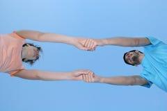 Paarholdinghände stockbild