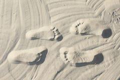 Paarjobsteps auf dem Sand Stockfotografie