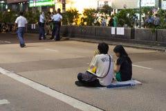 Paarzitting op Nathan-weg, een straat het blokkeren demonstratie in 2014 Royalty-vrije Stock Foto's