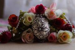 Paasei met roze bloem Royalty-vrije Stock Foto's