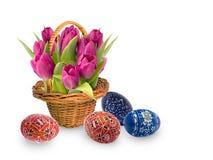 Paaseieren en bloemen Stock Foto's