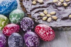 Paaseieren en mazurek traditionele de chocoladecake van poetsmiddelpasen Stock Afbeelding