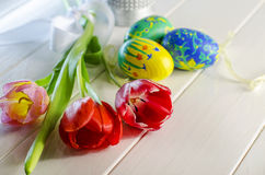 Paaseieren en tulpen Royalty-vrije Stock Afbeelding