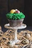 Paaseieren op de kopcake royalty-vrije stock foto's
