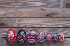 Paaseieren op een houten achtergrond Stock Foto's