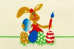 Paashaas het schilderen eieren royalty-vrije stock afbeelding