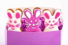 Paashazen De koekjes van peperkoekpasen in vorm van konijntje Witte achtergrond Stock Foto