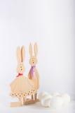 Paashazen en witte eieren Royalty-vrije Stock Afbeeldingen