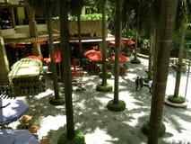 Pabellón al aire libre del restaurante, alameda de la zona verde, Makati, Filipinas foto de archivo